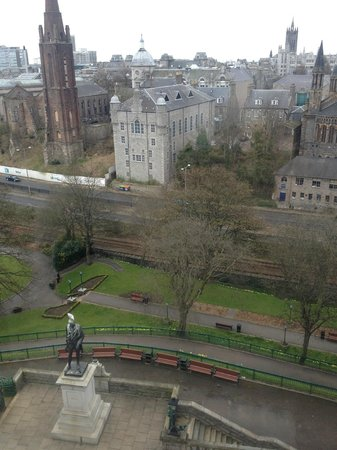 Mercure Aberdeen Caledonian Hotel: Day-time View from Room 418