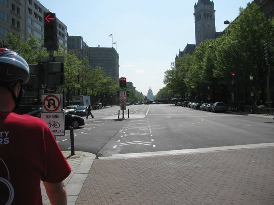 Capital City Bike Tours : You ride right down the middle of Pennsylvania Avenue!