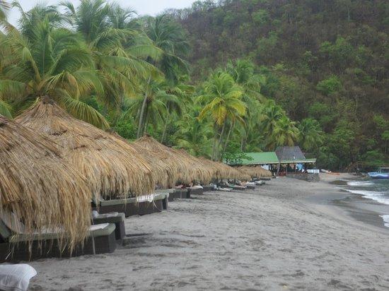 Jade Mountain Resort: Tiki cabanas on Anse Chastanet Beach