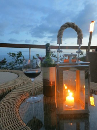Jade Mountain Resort : Wine on the Celestial Terrace at sunset