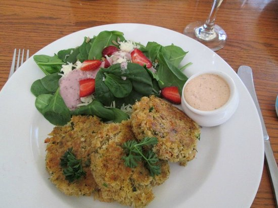 The Trellis Cafe: Crab Cakes with Spinach Salad