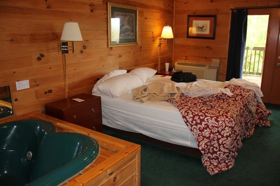 Mountain Top Inn: Lodge # 5 King bed