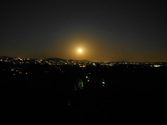 Four Seasons Residence Club Aviara, Carlsbad Ca.: Night view from villa
