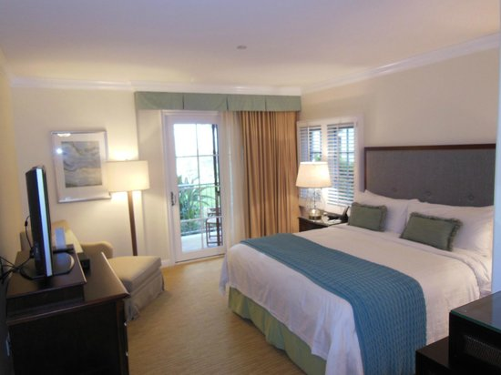 Four Seasons Residence Club Aviara, Carlsbad Ca.: Master bedroom with terrace