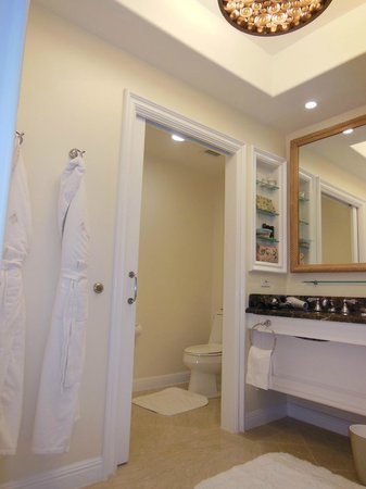 Four Seasons Residence Club Aviara: Master bathroom