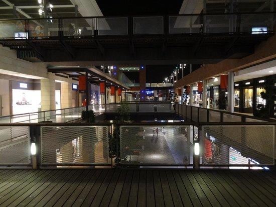 Shopping guide for barcelona travel guide on tripadvisor - Centre comercial la maquinista ...
