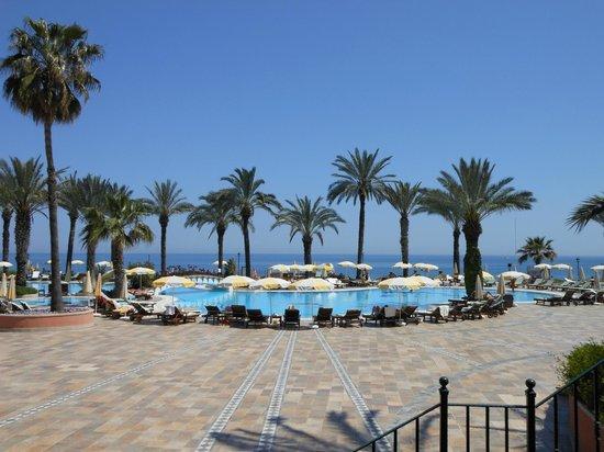 Fantasia Hotel De Luxe : piscine