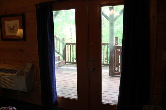 Mountain Top Inn and Resort: Lodge # 5 Doors to the porch