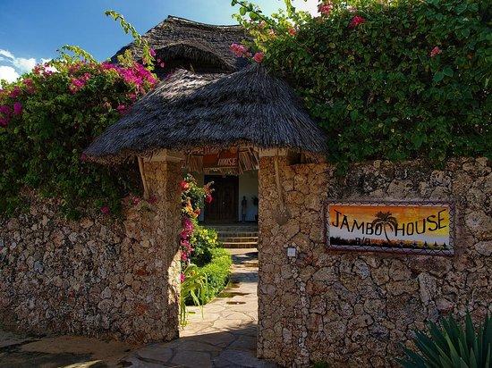 Jambo House Resort: L'entrata della villa