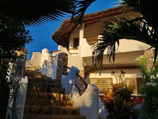 Jambo House Resort: Scala e appartamento 4