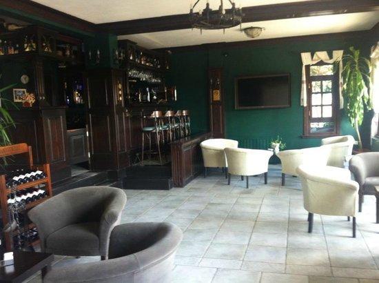 Zinos Hotel: Bar