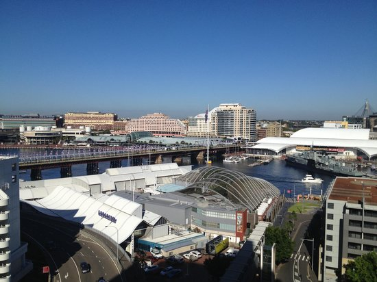 Metro Apartments On Darling Harbour: The view from our beautiful room