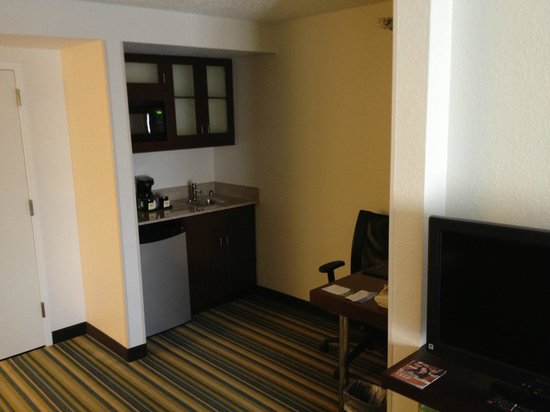 SpringHill Suites Houston Hobby Airport: Kitchenette