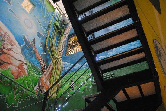 Itaca Hostel: Staircase