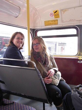 ลอนดอนเออร์บัน แอดเวนเจอส์: Caroline, the one left, guiding me around in London :-)*