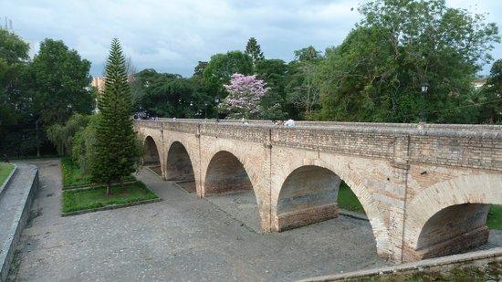 Popayan, Kolumbia: Die Brücke über den Rio Molina