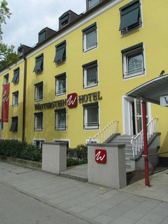 Wetterstein Hotel: hotel vanaf de straatzijde