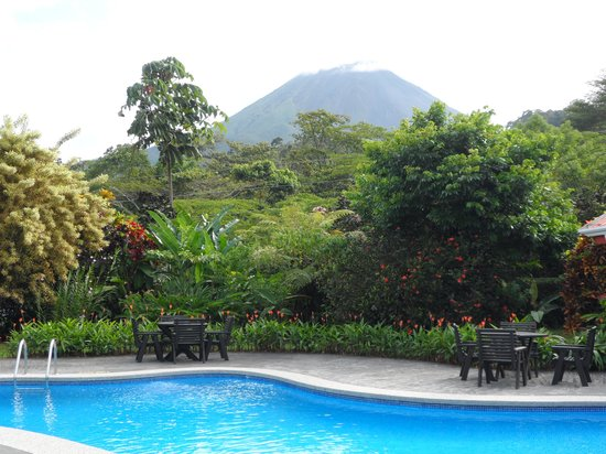Volcano Lodge & Springs: Smaller pool