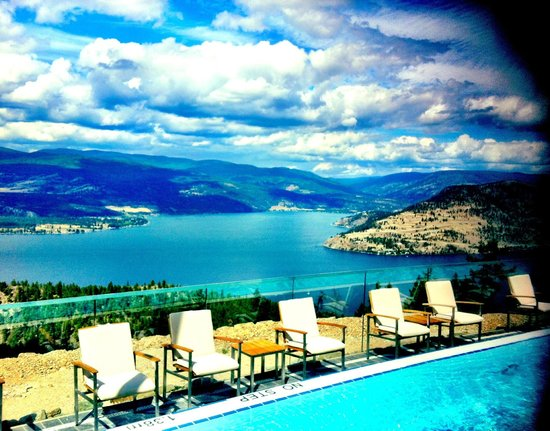 Sparkling Hill Resort: The view from the Infinity (negative edge) pool outside, looking towards the North end of Okanag