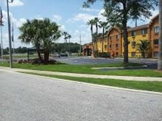 Days Inn Orange Park/Jacksonville: Exterior entrance