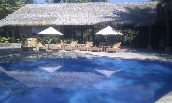 Arenas del Mar Beachfront & Rainforest Resort: Pool near restaurant / reception area