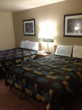 Super 8 Lebanon: Double bedded room with queen beds