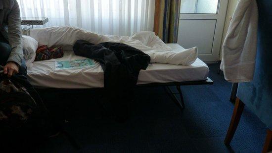 Apartment-Hotel Hamburg Mitte: reingequetschte Liege statt drittes Bett