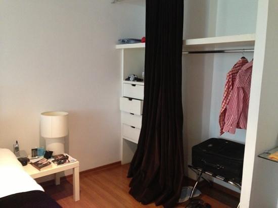 Clarum 101: closet