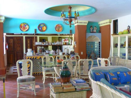 Casa Virgilios: Indoor dining for breakfast, Mexican style