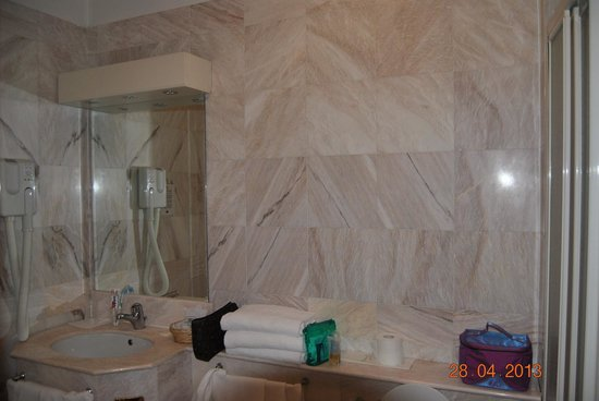 Hotel Alexander Palace: bagno
