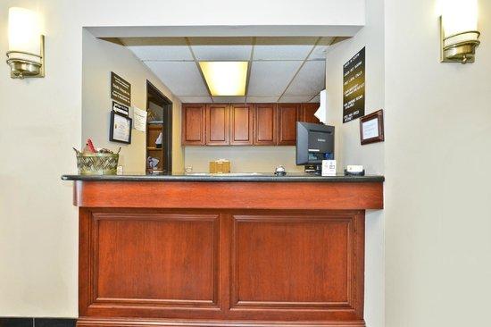 Super 8 Bridgeview/Chicago Area: Lobby & Reception Area