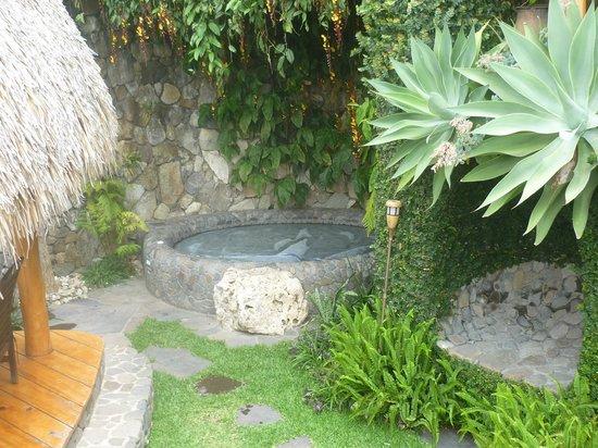 Laguna Lodge Eco-Resort & Nature Reserve: Jacuzzi