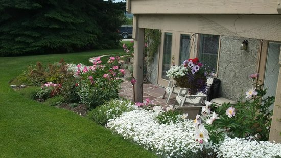 Windermere Lakeside Bed and Breakfast: Garden patio off the Fairmont room