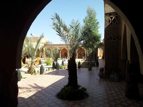 Hotel Nomad Palace: patio interior