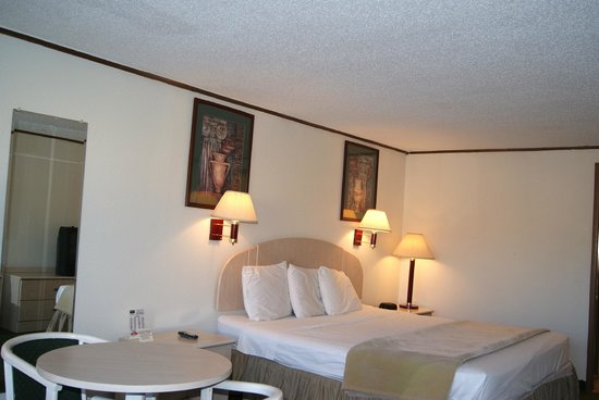 Rodeway Inn: King Size with Micro-Fridge