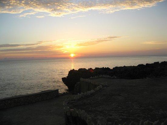 The Oasis Resort : coucher de soleil au cliff resort voisin de l'oasis