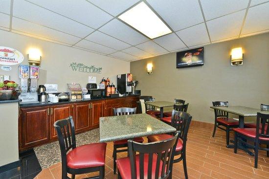 Super 8 Bridgeview/Chicago Area: Breakfast Area