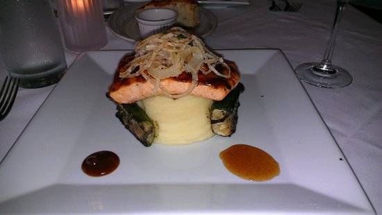 Sunfish Grill: excellent bbq salmon entree
