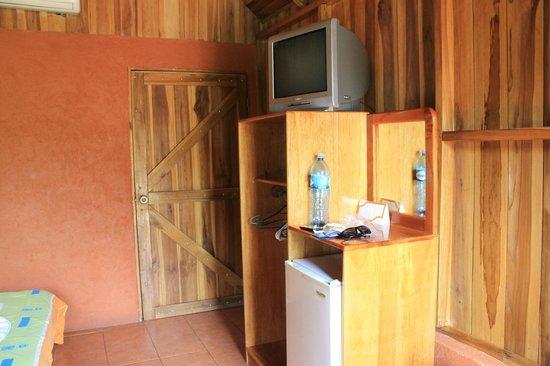 Hotel Villas Vista Arenal: Habitación con heladera