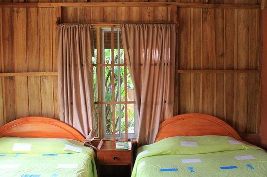Hotel Villas Vista Arenal : Amplia y luminosa