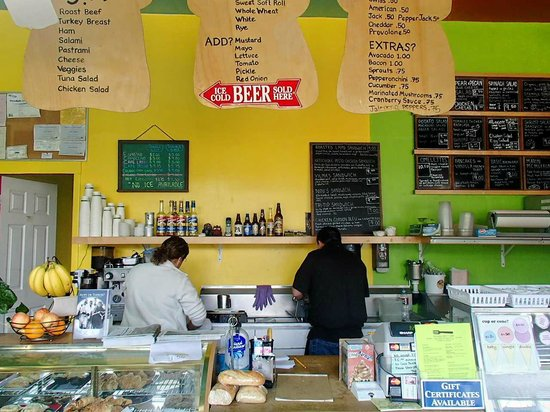 Tomales Deli & Cafe: view of the inside Counter