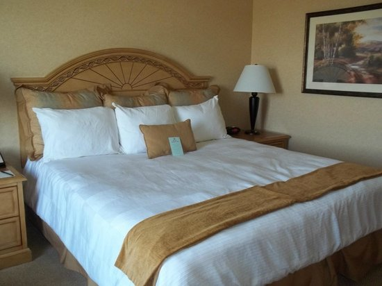 The Inn at Charles Town: Wonderful bed!