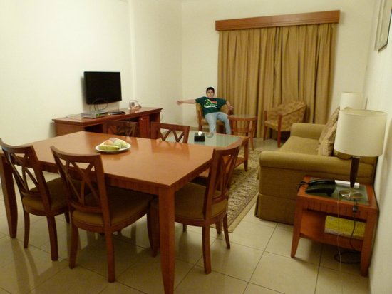 Rose Garden Hotel Apartments - Bur Dubai: living comedor