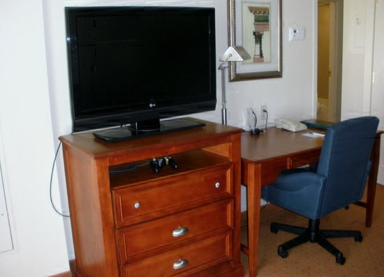 Homewood Suites by Hilton East Rutherford-Meadowlands: Desk/TV