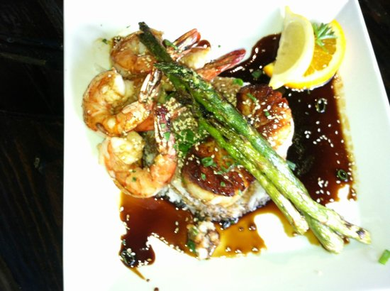 Luke Wholey's Wild Alaskan Grille: Shrimp and Scallops in Soy with Rice and Asparagus