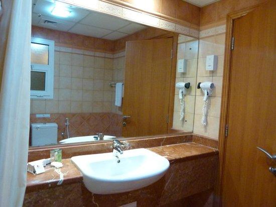 Rose Garden Hotel Apartments - Bur Dubai: baño