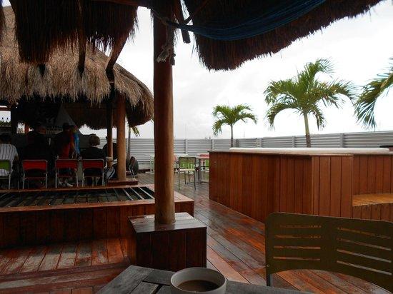 Hostel Mundo Joven Cancun: Terraza