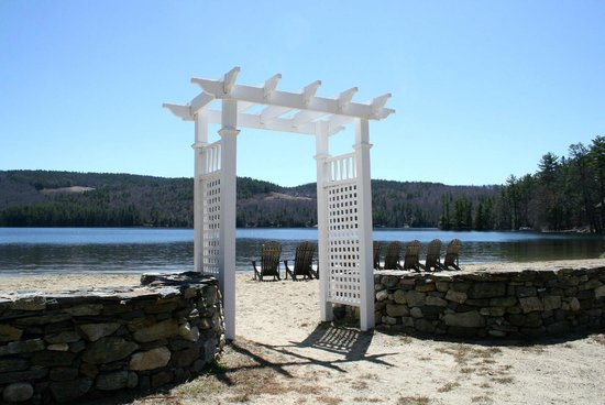 Cottage Place on Squam Lake: Entry way to our beach area on Evans Cove