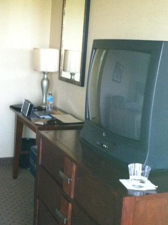Embassy Suites by Hilton Portland Washington Square: it's 2013 past due for a new TV