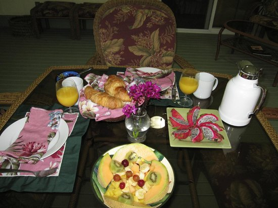 The Ohia House: Breakfast is served!